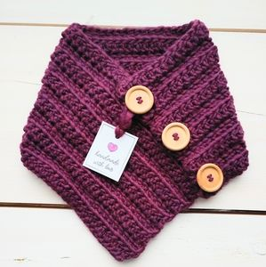NWT Woman's Scarf Wine Color Wood Buttons Handmade
